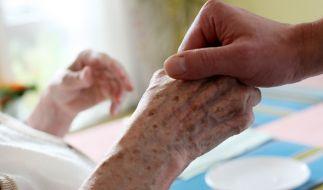 Eine 84-Jährige starb im Pflegeheim, ihre Töchter werfen dem Heim mangelnde Hygiene vor. (Symbolbild) (Foto)