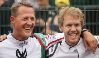 Michael Schumacher und Sebastian Vettel, hier gemeinsam auf einer Aufnahme aus 2011, haben sich einen Platz unter den Formel-1-Legenden gesichert. (Foto)