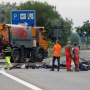 Auto prallt gegen Lkw - 3 Menschen tot (Foto)