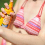 DAS sind die Testsieger bei Sonnenschutzmitteln (Foto)