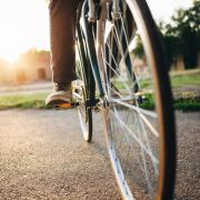 Mann onaniert auf Fahrrad - Frau wirft ihn zu Boden (Foto)