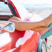 Mit Flip Flops am Steuer - ist daserlaubt oder verboten? (Foto)