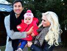 Auch Sophia Cordalis (Mitte), die knapp zweijährige Tochter von Lucas Cordalis und Daniela Katzenberger, scheint in den Familienzoff hineingezogen zu werden. (Foto)