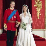 Kate Middleton mochte es bei ihrer Hochzeit 2011 mit Prinz William eine Spur dezenter und entschied sich für eine klassische Robe ohne Sahnetorten-Optik.