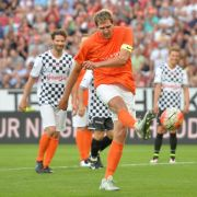 Nowitzki und Co. kicken für guten Zweck: 13 Tore für Schumacher (Foto)