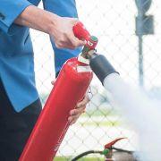 Mit diesen Tipps bekämpfen Sie einen Fahrzeugbrand richtig (Foto)