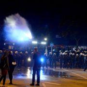 Wasserwerfer und Festnahmen! Erste Krawallnacht in Hamburg (Foto)