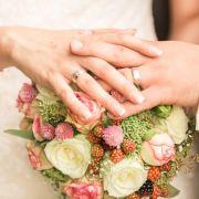 Wie bitte? 16-Jähriger heiratet 71-jährige Witwe (Foto)