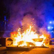 476 verletzte Beamte und 37 Haftbefehle - Die Polizei zieht Bilanz (Foto)