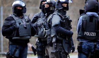In Weddersleben im Harz wurde ein 28-jähriger Geiselnehmer vom SEK erschossen. Der Mann soll zuvor ein Familienmitglied bedroht haben. (Symbolbild) (Foto)