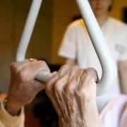 Pflegerin misshandelt Rentnerin - und lacht darüber (Foto)