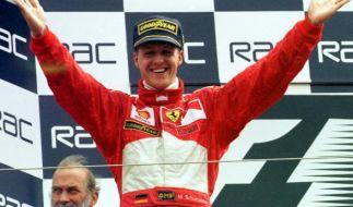 Michael Schumacher nach seinem Sieg beim Großen Preis von England in Silverstone. (Foto)