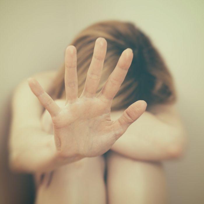 Abscheulich! Teenager zwingen Frau zum Oralsex (Foto)