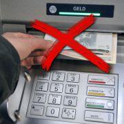 Albtraum! Geldautomat spuckt nur noch Papierzettel aus (Foto)