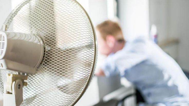 An heißen Tagen fällt es besonders schwer, sich zu konzentrieren. Deshalb ist es wichtig, für Abkühlung zu sorgen.