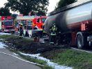 Obwohl sein Tanklaster in Flammen stand, gelang es dem Fahrer, unbewohntes Gebiet zu erreichen. (Foto)