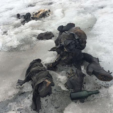 Nach 75 Jahren! Vermisstes Ehepaar aus Gletscher geborgen (Foto)