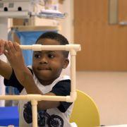 Sensation! 8-Jähriger bekommt neue Hände transplantiert (Foto)