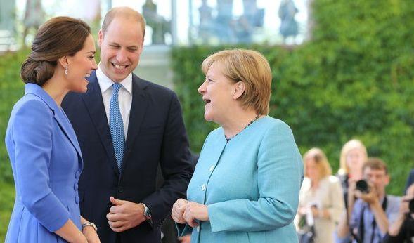 Die Kanzlerin scheint sich prächtig mit ihren royalen Gästen zu amüsieren.