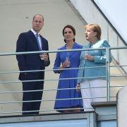 Eine kleine Erfrischung gibt es auf dem Balkon des Bundeskanzleramts. In Berlin sind zu diesem Zeitpunkt 27°C.