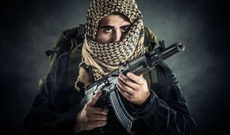 Die Terrorgruppe Islamischer Staat könnte künftig häufiger Kinder in den Krieg schicken. (Symbolbild) (Foto)