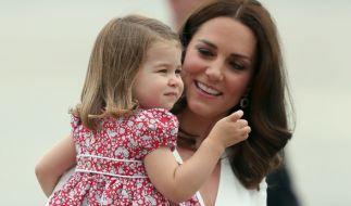 Kate Middleton und Tochter Charlotte beim Besuch in Polen: Danach ging es für die Royal-Familie am 19. Juli nach Deutschland. (Foto)