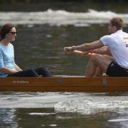 Am Nachmittag fährt Herzogin Kate in einem Regattaboot mit.
