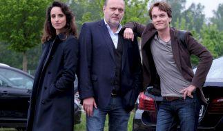 Hauptkommissar Richard Voss ( Jan-Gregor Kremp, m.) bekommt Unterstützung von Tom Kupfer (Ludwig Blochberger, r. ) und Annabell Lorenz (Stephanie Stumph, l. ). (Foto)