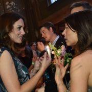 Dort spricht Herzogin Kate mit der deutschen Schauspielerin Jana Pallaske und Schauspieler Tom Wlaschiha.