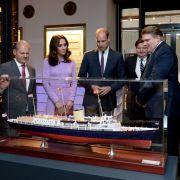 In Hamburg angekommen, besichtigen William und Kate gemeinsam mit Hamburgs Erstem Bürgermeister Olaf Scholz das Internationale Maritime Museum.
