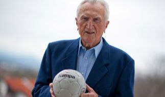 Die Handball-Legende Bernhard Kempa ist im Alter von 96 Jahren gestorben. (Foto)