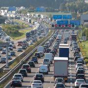 Verkehrschaos! Schlimmstes Wochenende des Sommers kommt (Foto)