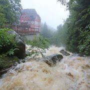 Regenfront zieht ab ++ Pegelstände fallen ++ Lage in Sachsen-Anhalt weiter kritisch (Foto)