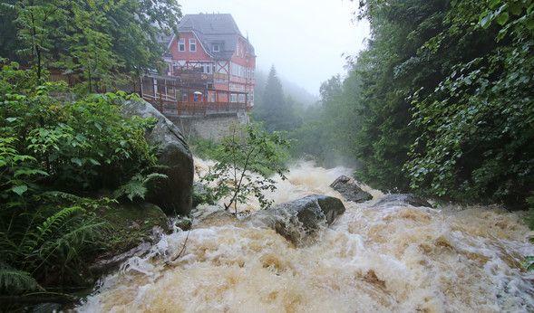 Hochwasser und Unwetter über Deutschland