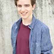 Maximilian Braun stockt den Hauptcast auf. Der 20-Jährige schlüpft in die Rolle des 15-jährigen Luis Ahrens.