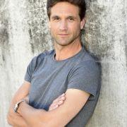 Oliver Franck spielt Martin Ahrens, den Ehemann von Nina und Vater von Luis.