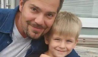 Lenny Ottl mit seinem Serien-Vater Daniel Fehlow. (Foto)