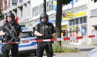Bei einem Überfall hat ein Mann am 28.07.2017 in einem Supermarkt im Hamburger Stadtteil Barmbek einen Menschen getötet und mehrere Passanten verletzt. (Foto)