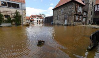 Dauerregen hat im südlichen Niedersachsen in einigen Orten zu Überschwemmungen geführt. Die Aufräumarbeiten dauern noch immer an. (Foto)