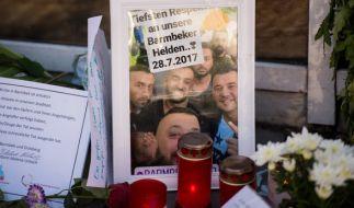 """""""Tiefsten Respekt an unsere Barmbeker Helden"""" zollten die Hamburger den Männern, die sich dem Attentäter in den Weg stellten. (Foto)"""