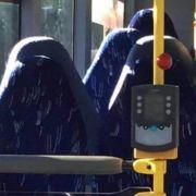 Nazi-Deppen verwechseln Bussitze mit Frauen in Burkas (Foto)