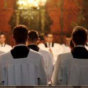 Geistliche werden in Kneipe abgewiesen - aus DIESEM Grund (Foto)