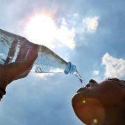 Viel Flüssigkeit zu sich zu nehmen ist bei Hitze unerlässlich? (Foto)