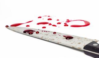 Ein Mutter schnitt ihrem Sohn erst die Pulsadern auf und sollte sich dann ebenfalls töten. (Symbolbild) (Foto)