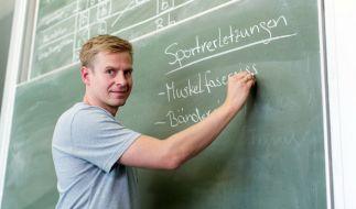 Der ehemalige Fußball-Nationalspieler Tobias Rau macht sein Referendariat in einer Gesamtschule in Borgholzhausen (NRW). (Foto)