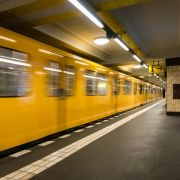 Polizei sucht nach DIESEN brutalen U-Bahn-Tretern (Foto)
