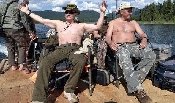 Natürlich darf das gemeinsame Sonnenbad mit Verteidigungsminister Sergej Schoigu nicht fehlen.