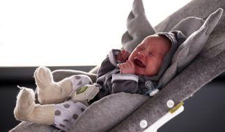 In Hannover konnte die Polizei das unversehrte Baby wieder in Empfang nehmen. (Symbolbild) (Foto)