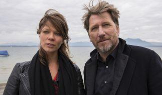 Alfons Hattinger (Michael Fitz, r.) und Sarah Beck (Jessica Schwarz, l.) verbringen ein paar Stunden in romantischer Zweisamkeit. Wird das den Kriminalkommissar von seiner Arbeit ablenken? (Foto)