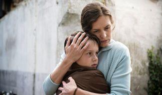 """""""Der verlorene Bruder"""": Elisabeth (Katharina Lorenz) lässt nichts unversucht, um zu beweisen, dass Findelkind 2307 ihr Kind ist. Für Max (Noah Kraus) wird der größte Wunsch der Eltern zum Alptraum. (Foto)"""